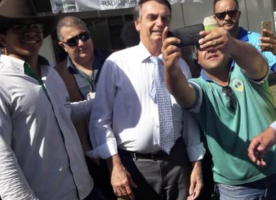 Jair Bolsonaro-selfie (Foto: Raphael Salomão/Ed.Globo )
