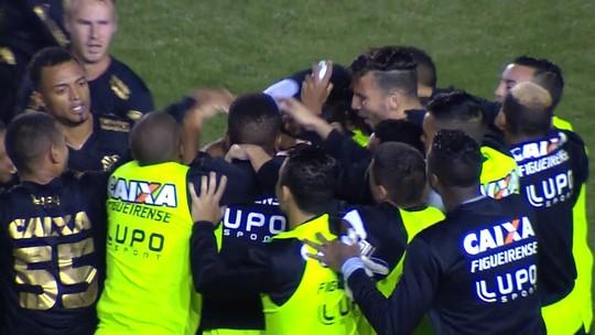 Marcão demite, mas recompensa: atacante 'se redime' com René Simões