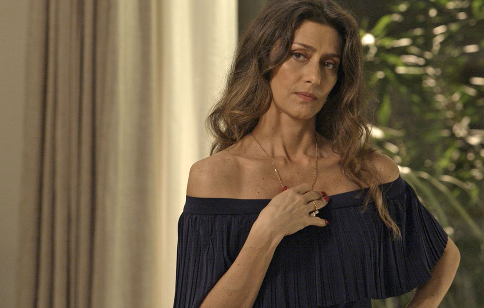 8f16893f9 Dicas de moda: blusa com decote de Joyce é sucesso no capítulo de 17 ...