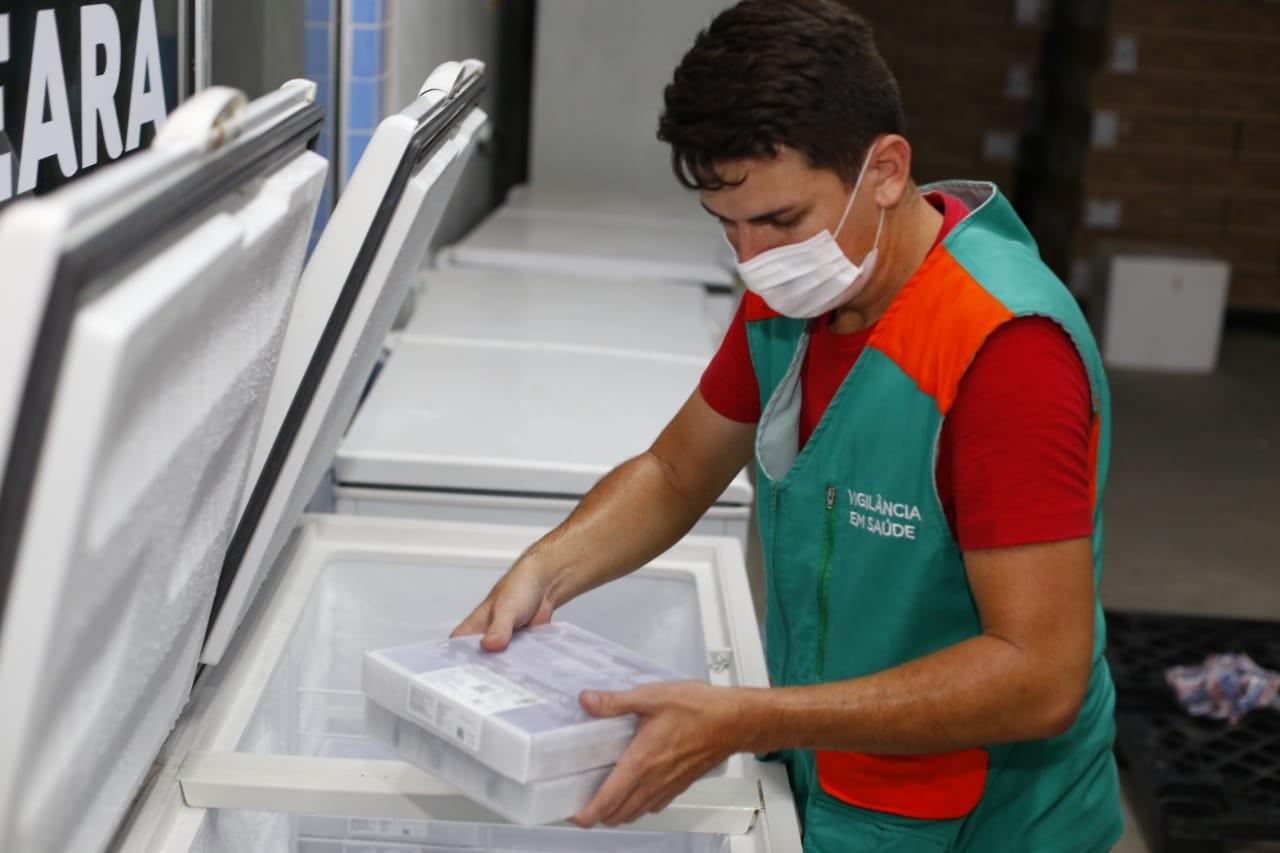 Ceará recebe lote com 114 mil doses de Pfizer contra a Covid-19