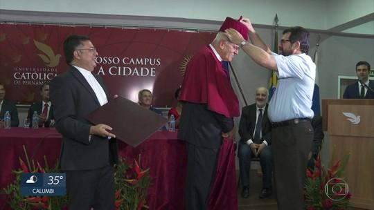 Dom Fernando Saburido recebe título de Doutor Honoris Causa da Universidade Católica de Pernambuco