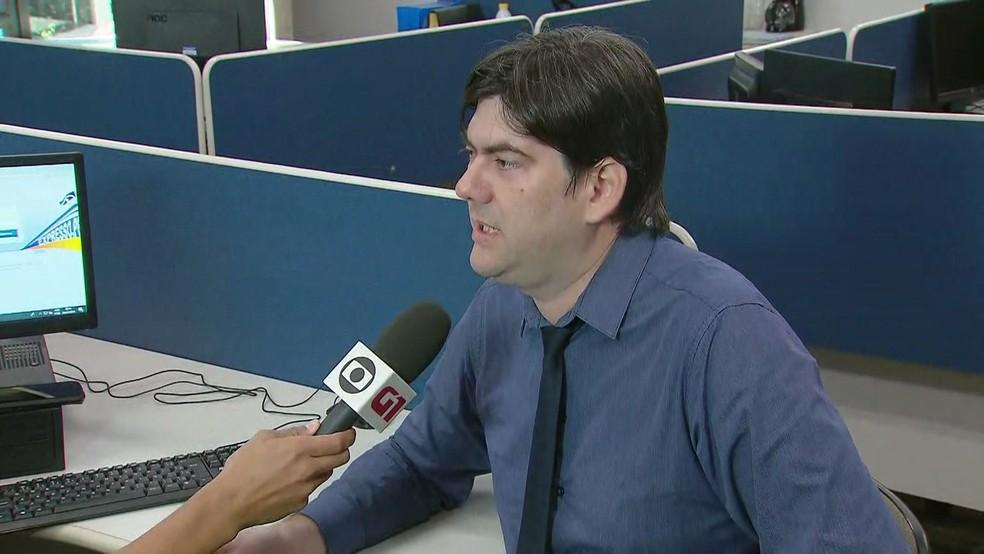 Especialista Germano Guimarães dá dicas de como se proteger contra ataques cibernéticos que dão acesso a dados pessoas, como e-mail, WhatsApp e redes sociais (Foto: Reprodução/TV Globo)