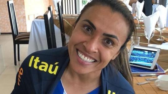 Do Chile, Marta acompanha final do Alagoano e vibra com título do CSA
