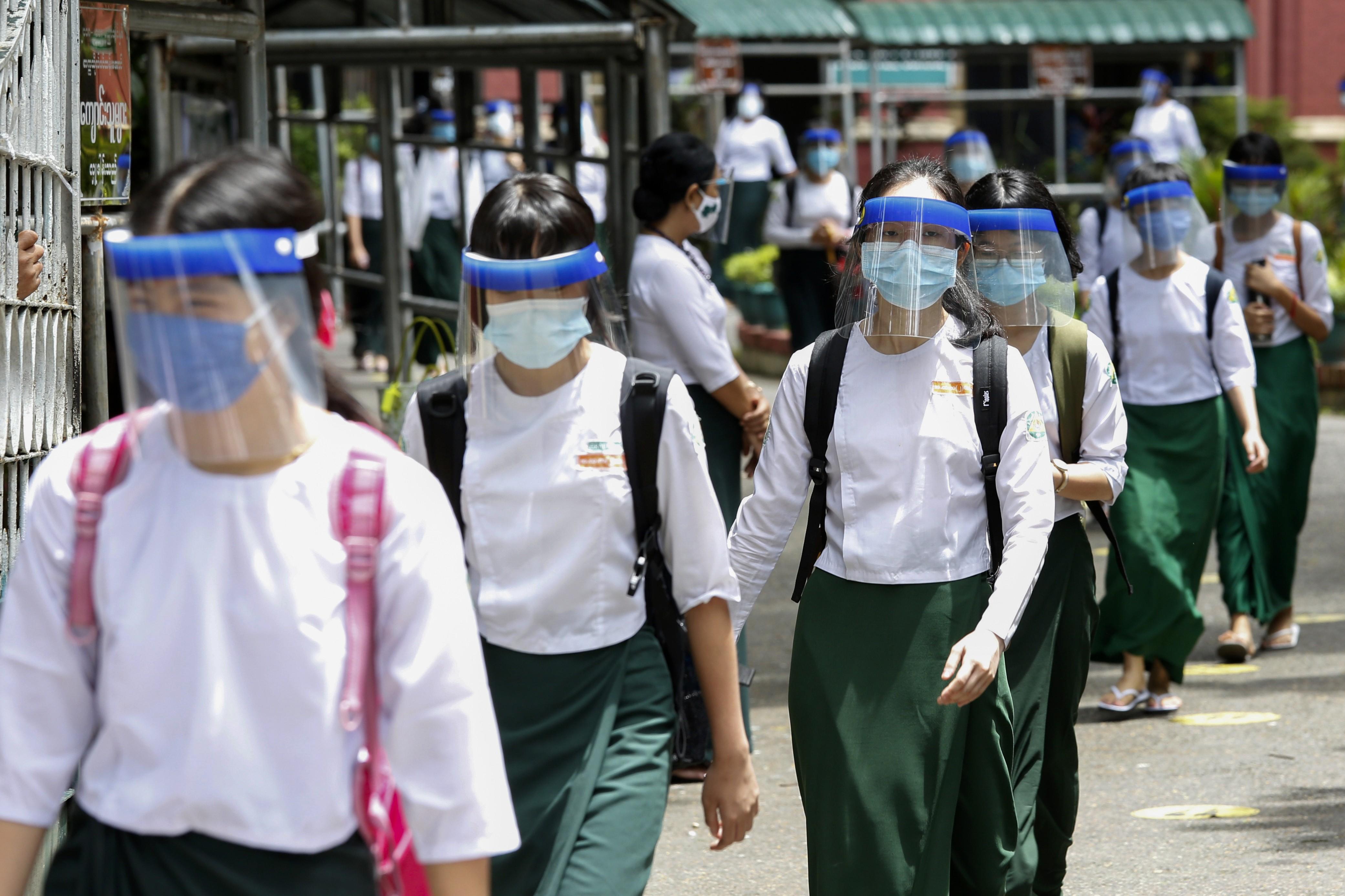 Pesquisa britânica sobre volta às aulas diz que testar 75% dos estudantes com sintomas evitaria 2ª onda de contaminação