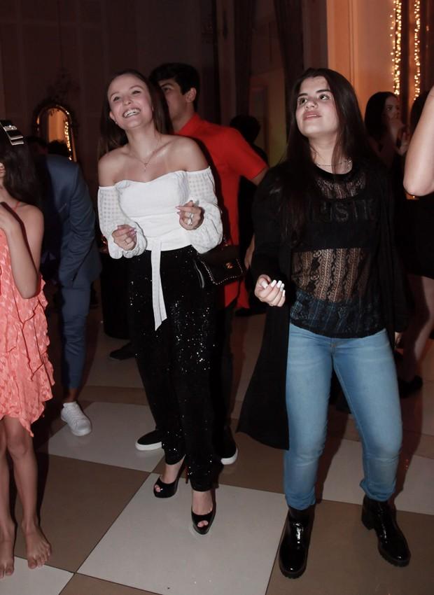 Larissa Manoela e Carolina Chamberlain (Foto: Marcos Ribas/BrazilNews)