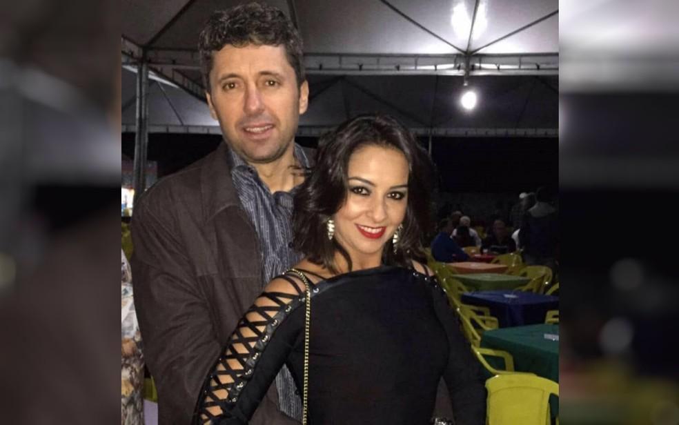 Filho de ex-prefeita e mulher são encontrados mortos dentro de casa, em Pires do Rio — Foto: TV Anhanguera/Reprodução