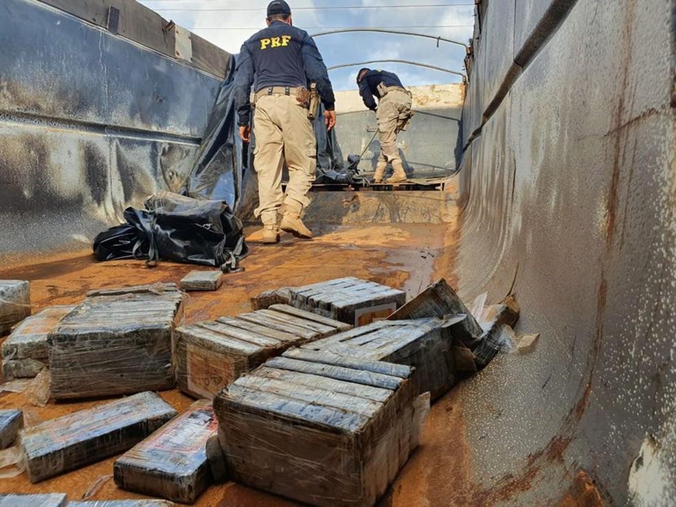 Motorista foi preso com 435 kg de cocaína em Mato Grosso — Foto: Polícia Rodoviária Federal de Mato Grosso