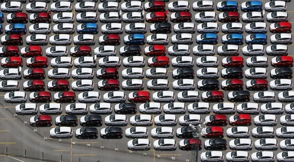 d99f694ae39 Carros novos da Ford estacionados em pátio da fábrica em São Bernardo do  Campo. —