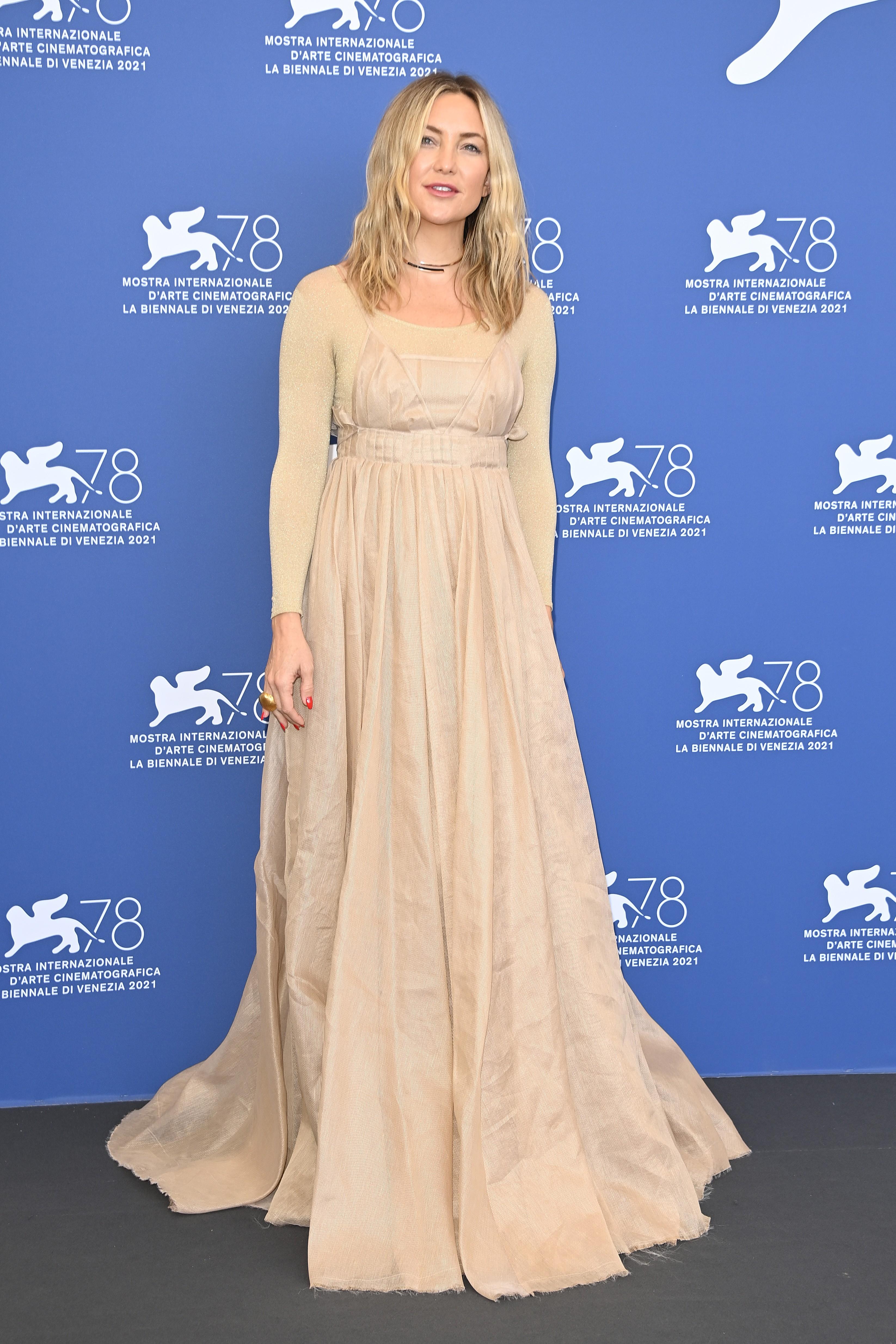 A atriz Kate Hudson durante sua passagem pelo Festival de Veneza de 2021 (Foto: Getty Images)