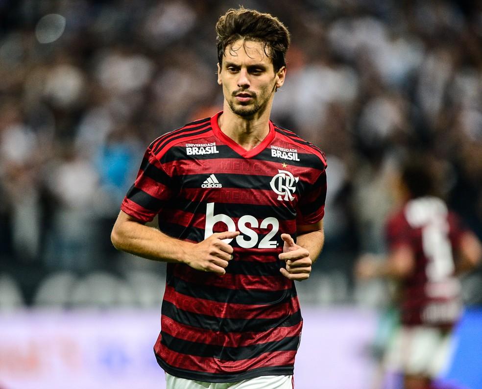 Rodrigo Caio teve grande atuação na vitória do Flamengo sobre o Corinthians — Foto: Renato Pizzutto/BP Filmes