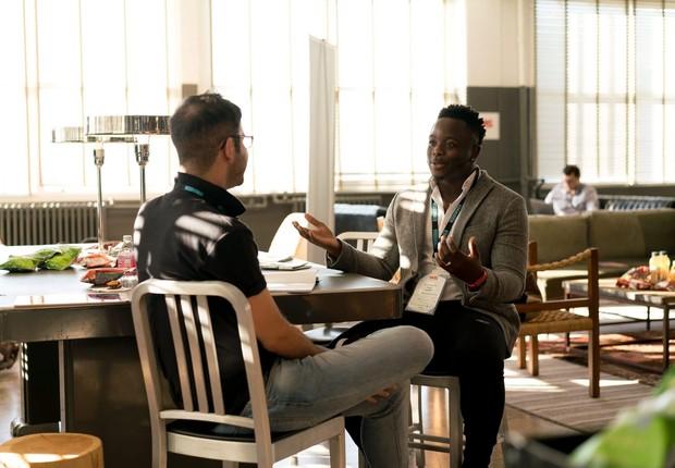 colegas de trabalho conversam, reunião, feedback (Foto: Pexels)
