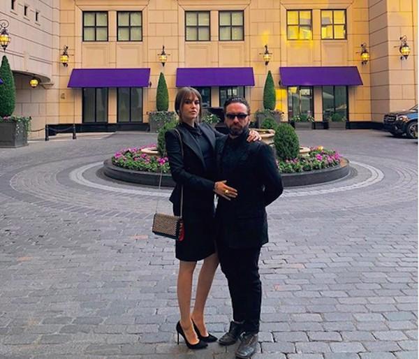 O ator Johnny Galecki com a namorada, a atriz e modelo Alaina Meyer (Foto: Instagram)