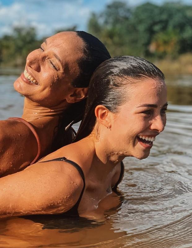 Maria Maya e Laryssa Ayres (Foto: Reprodução/Instagram)
