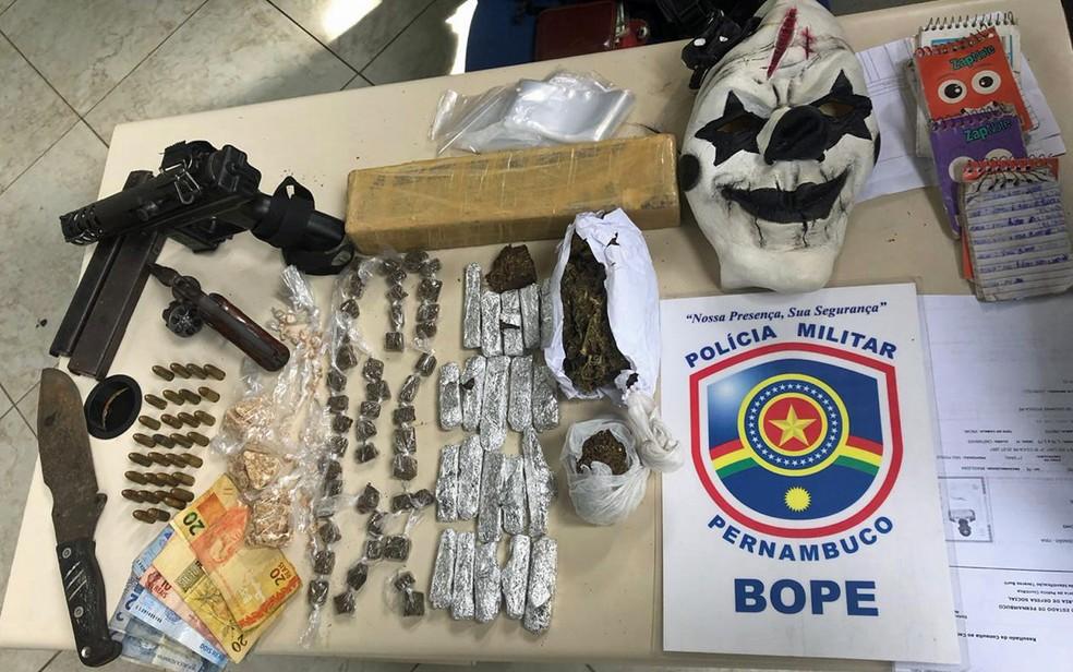 Drogas e armas foram apreendidos em Ipojuca, no Grande Recife — Foto: Polícia Militar/Divulgação