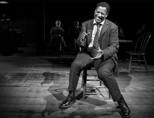 """O ator Denzel Washington na peça """"Eugene O'Neill's The Iceman Cometh"""" (Foto: divulgação / reprodução)"""