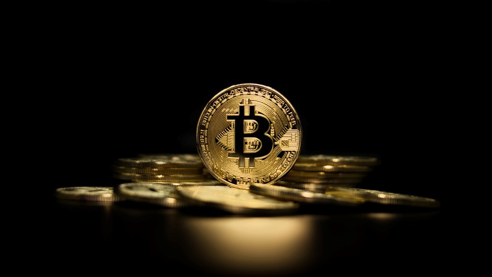 Por que cresce o interesse em bitcoin no Brasil e no mundo?