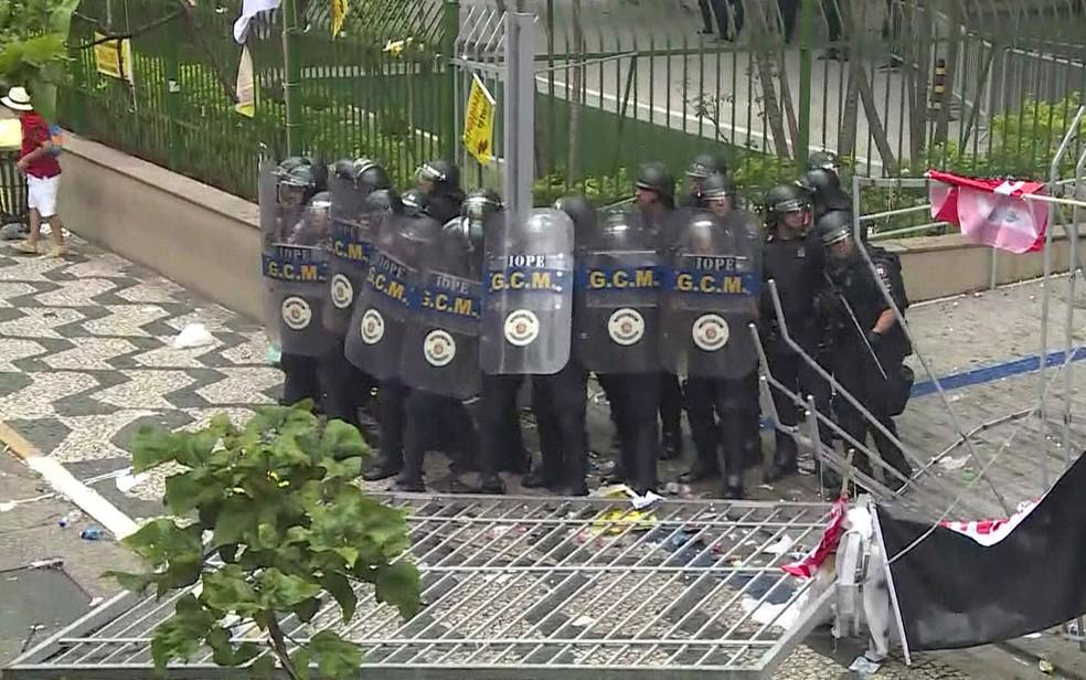 Protesto contra a reforma da Previdência em SP tem tumulto e repressão policial  — Foto: Reprodução/TV Globo
