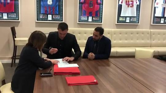 Ex-São Paulo Lucas Perri assina contrato por empréstimo e é anunciado pelo Crystal Palace