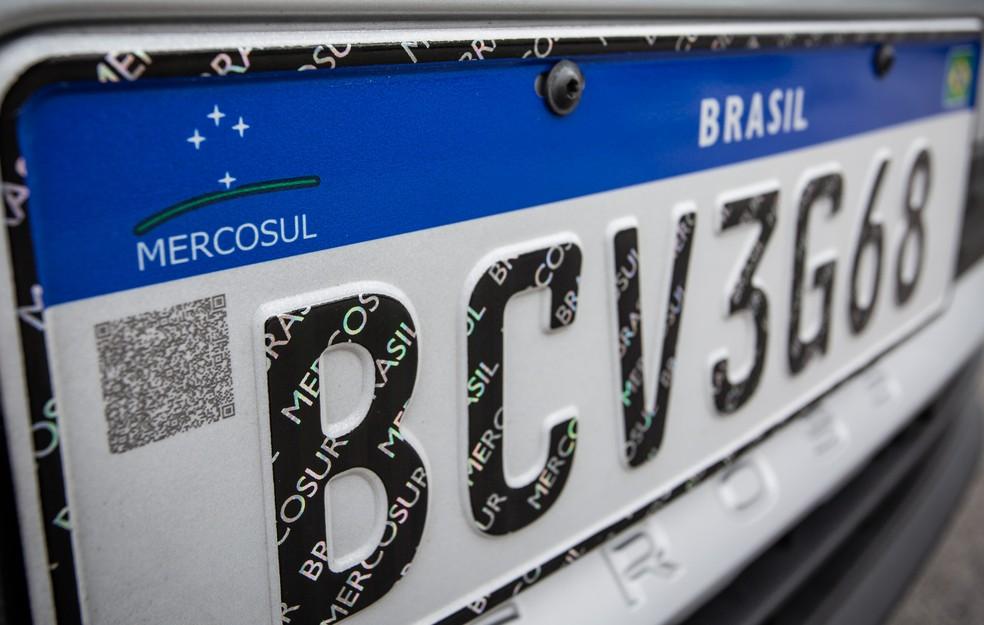 Placa padrão Mercosul — Foto: Fábio Tito/G1