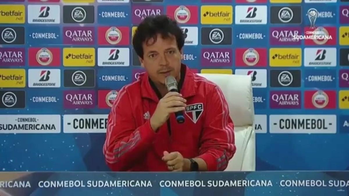 Insatisfeito com sistema defensivo do São Paulo, Diniz cobra reação: