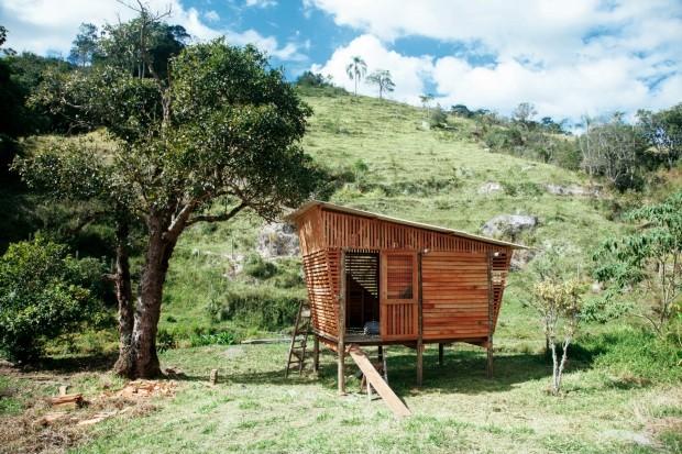 A cabana que será usada como galinheiro tem estrutura versátil e foi criada em três dias, por um grupo de oito pessoas inscritas no workshop de construção, divulgado nas redes sociais (Foto: Mayra Azzi / Editora Globo)