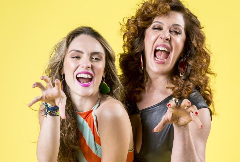 Manuzita (Isabelle Drummond) e Lidiane (Claudia Raia) em 'Verão 90' — Foto: João Cotta/Globo