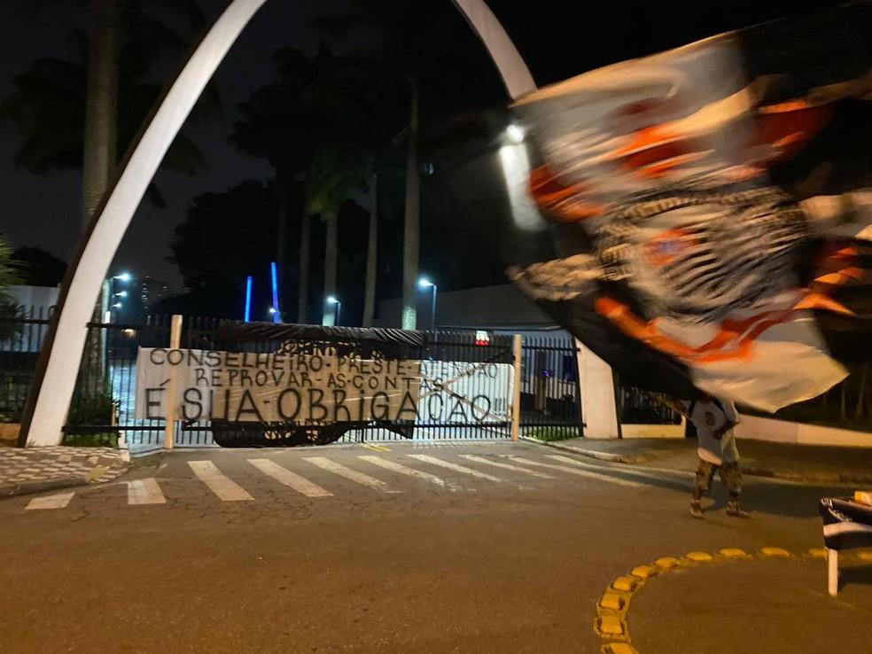 Torcedores pedem reprovação do balanço do Corinthians de 2019 — Foto: Arquivo