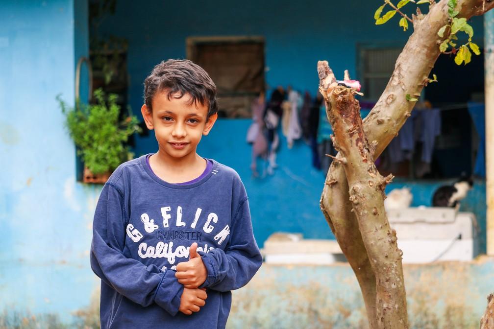 Pedro, de oito anos, está no segundo ano do ensino fundamental — Foto: Danilo Sardinha/G1