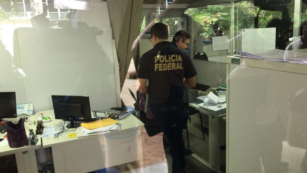Polícia Federal cumpriu mandados na Seduc, Zona Sul de Teresina. — Foto: Felipe Pereira/TV Clube