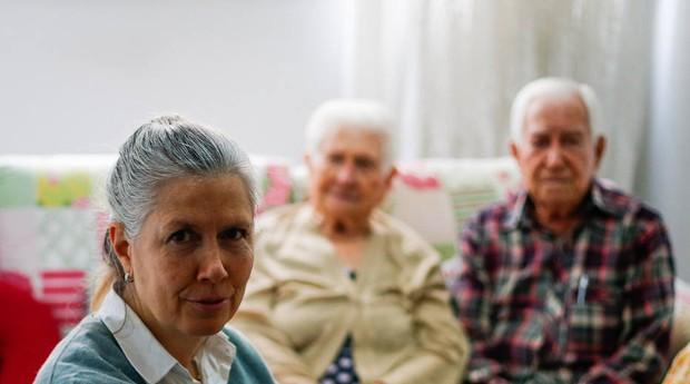 Carmen depende da renda dos pais de 90 anos (Foto: Estadão Conteúdo)