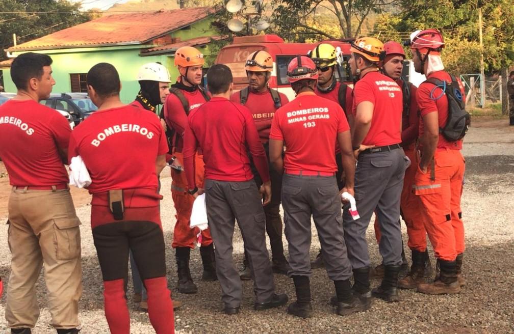 Bombeiros iniciam trabalho de buscas em Brumadinho — Foto: Bombeiros/MG