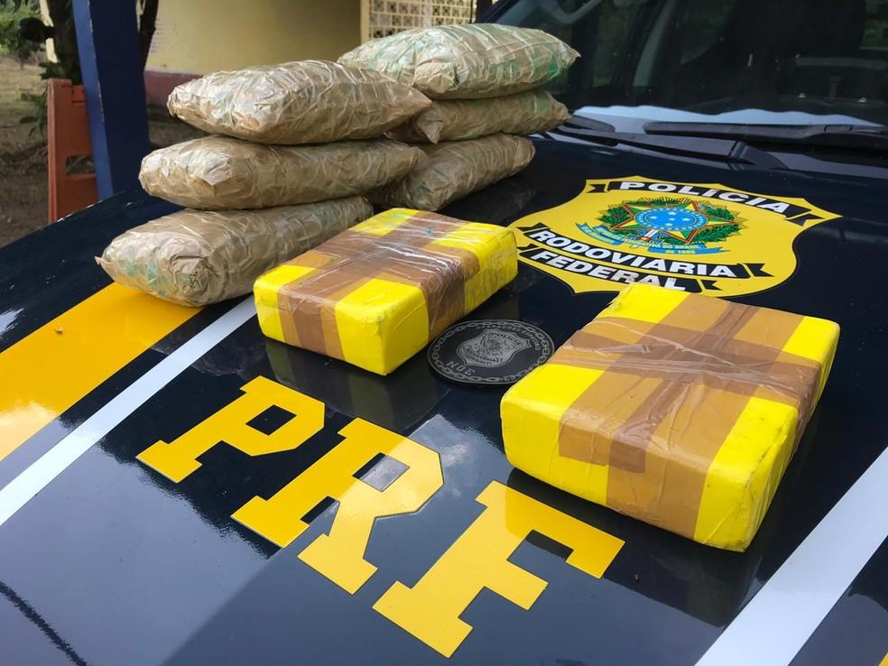 Mais de 8 kg de droga foram encontradas pela PRF nesta sexta-feira (24) na BR-364.  — Foto: Divulgação/PRF