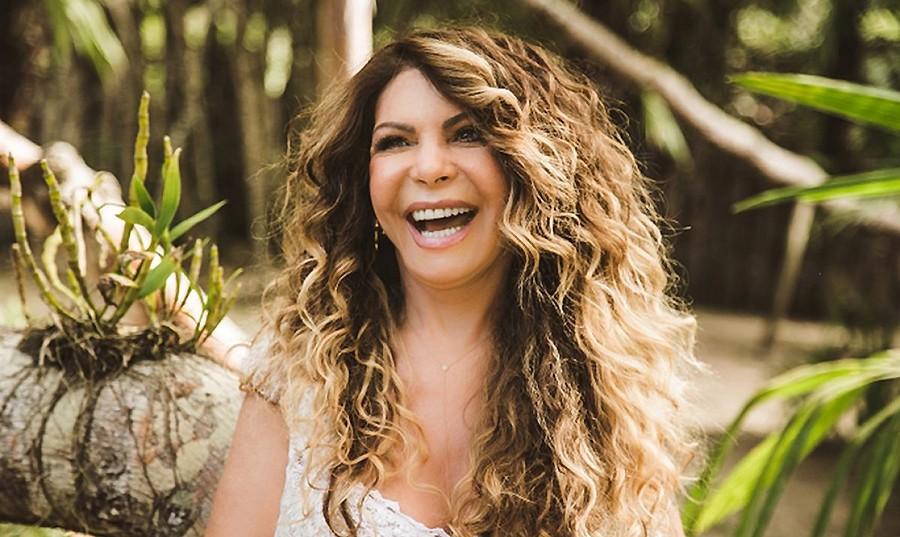 Elba Ramalho grava álbum em que pega 'Maçã do rosto' de Djavan e celebra Moraes Moreira