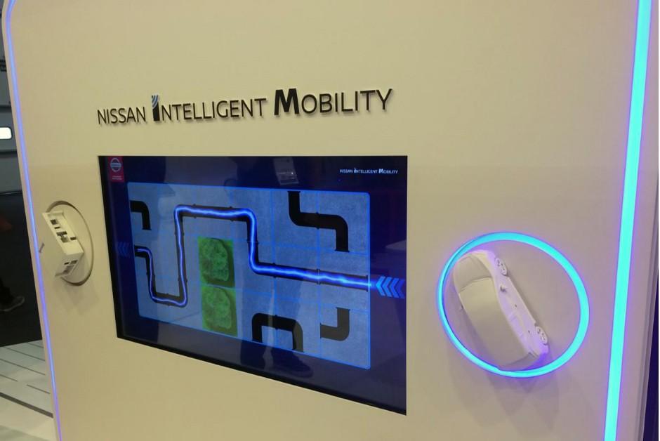 Jogo de labirinto mostra de forma lúdica uma funcionalidade do Nissan Leaf: é possível utilizar a bateria elétrica do carro como fonte de energia para outros dispositivos (Foto: Mariana Rudzinski)
