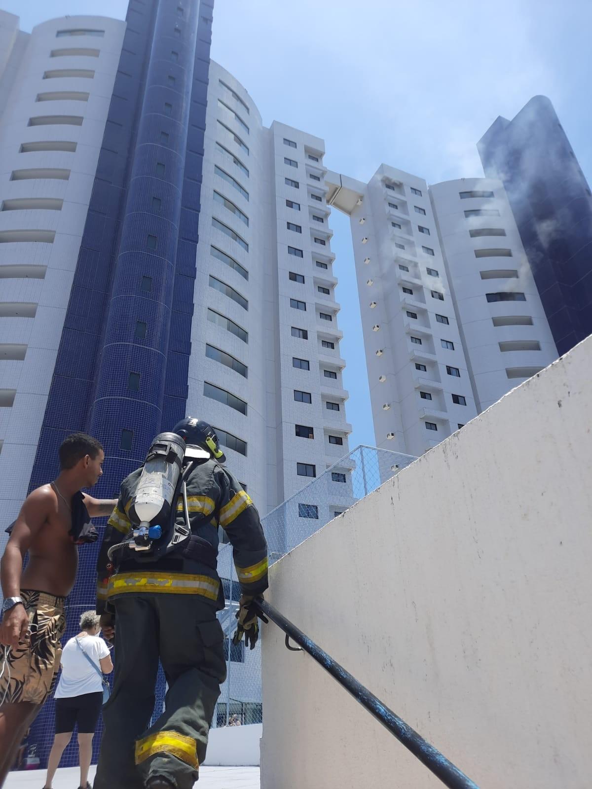 Incêndio destrói apartamento na Zona Sul de Natal; veja vídeo