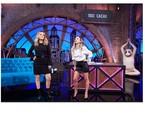 Claudia Abreu e Tatá Werneck no palco do novo 'Lady night', do Multishow. Atrás, a placa com o apelido da atriz de 'Desalma' | Divulgação