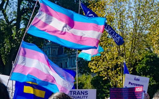 Terapias para pessoas trans não trocarem de gênero dobram risco de suicídio