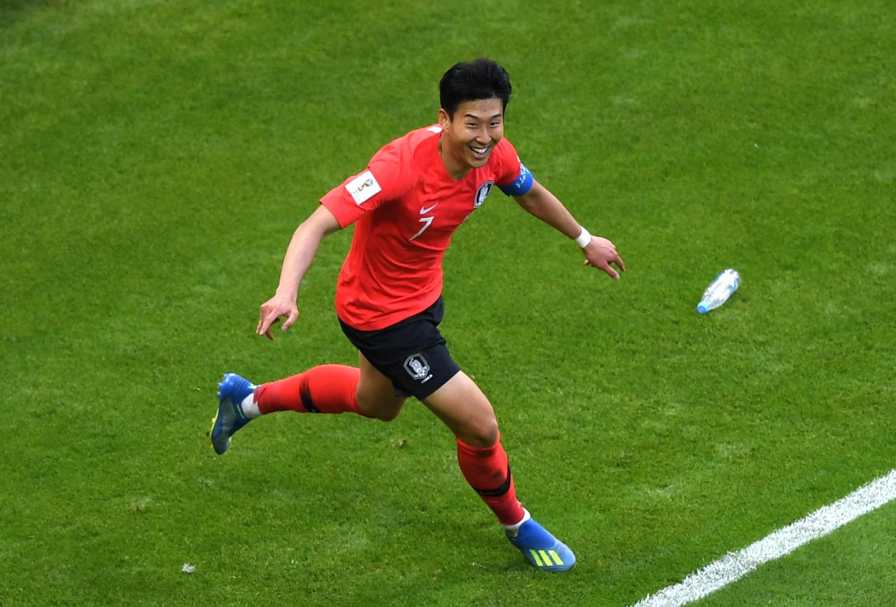 O craque coreano Son HeungMin celebrando um gol na vitória de sua seleção contra a Alemanha na Copa do Mundo de 2018 (Foto: Getty Images)