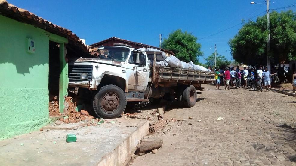 Caminhão atropelou e matou criança de 6 anos em Cajazeiras do Piauí (Foto: Divulgação / Polícia Militar)