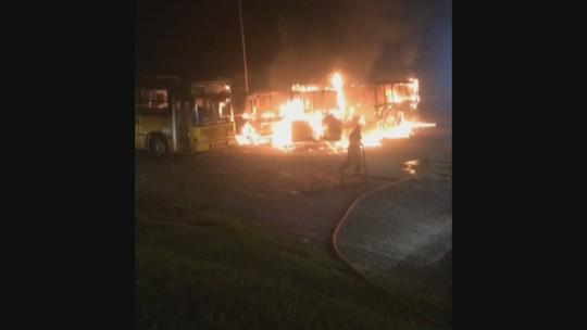 Incêndio destrói ônibus escolares no pátio da prefeitura de Luiz Alves