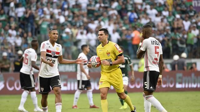 Árbitro anula o gol do Palmeiras contra o São Paulo