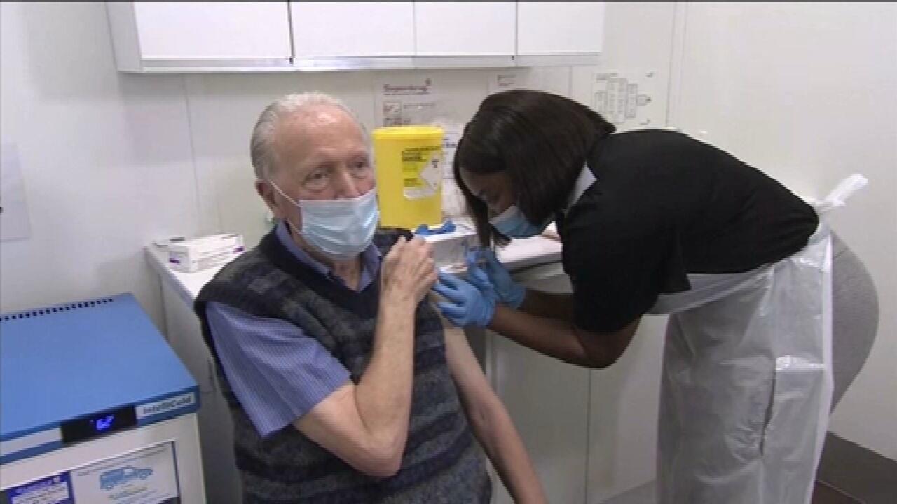 Reino Unido se prepara para vacinar pessoas acima de 70 anos