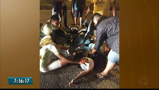 Homem morre após bater moto em cavalo, na BR-230, em Cabedelo, na Paraíba