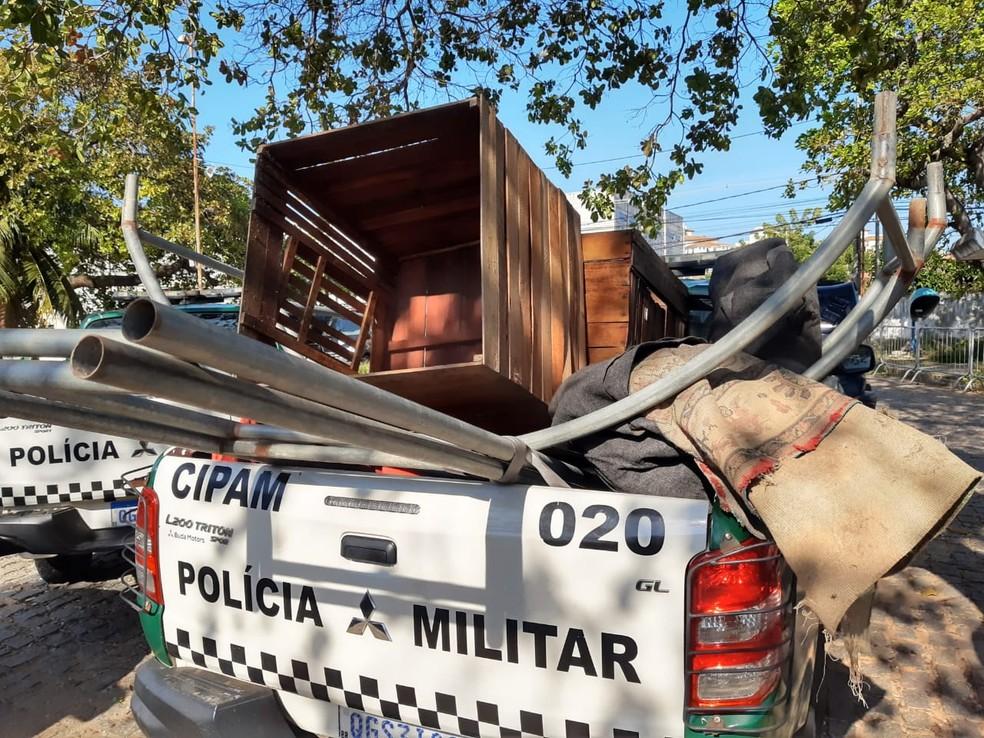 Companhia Independente de Proteção Ambiental flagra rinha de galo e apreende equipamentos — Foto: Lucas Cortez/Inter TV Cabugi