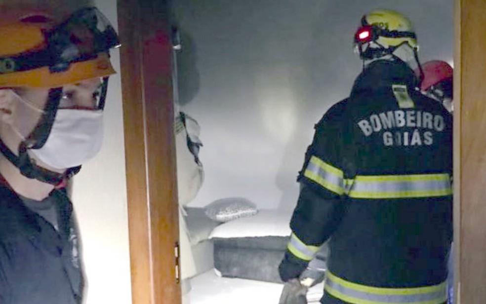 Jovem é encontrada morta carbonizada após incêndio em apartamento de Luziânia  — Foto: Corpo de Bombeiros/Divulgação