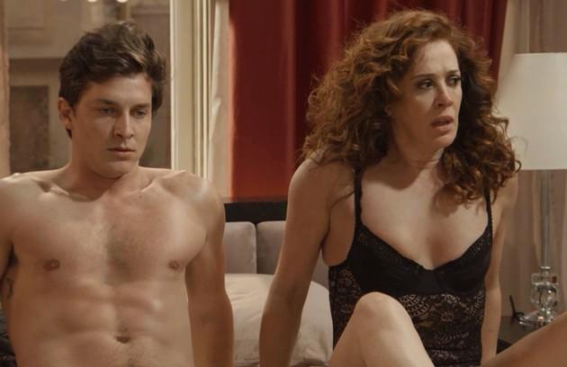 Lidiane (Claudia Raia) e Patrick (Klebber Toledo) reatarão o romance e estrelarão um filme  (Foto: TV Globo )