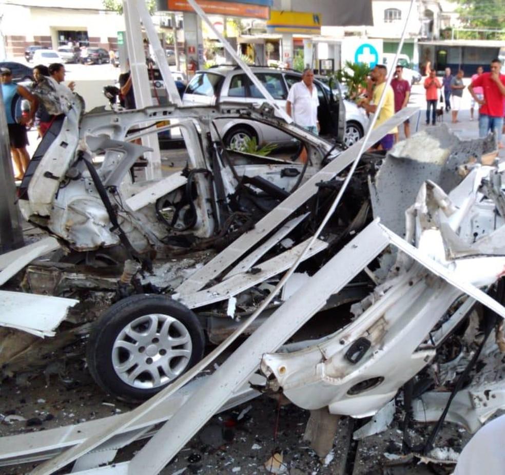 Veículo ficou totalmente destruído depois da explosão — Foto: Reprodução Redes Sociais