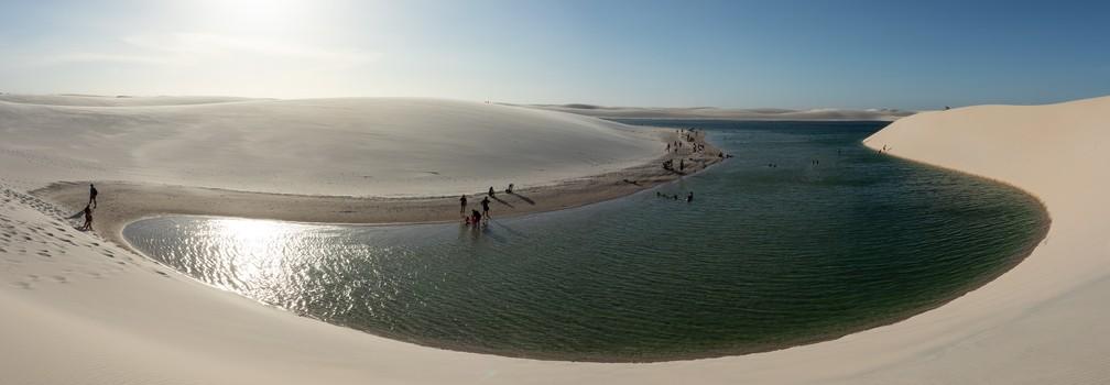 Em foto panorâmica, Lagoa Bonita, no Parque Nacional dos Lençóis Maranhenses — Foto: Celso Tavares/G1