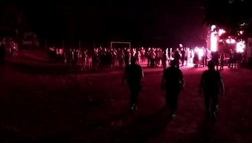 Vídeo mostra festa com 500 pessoas em chácara no interior de SP