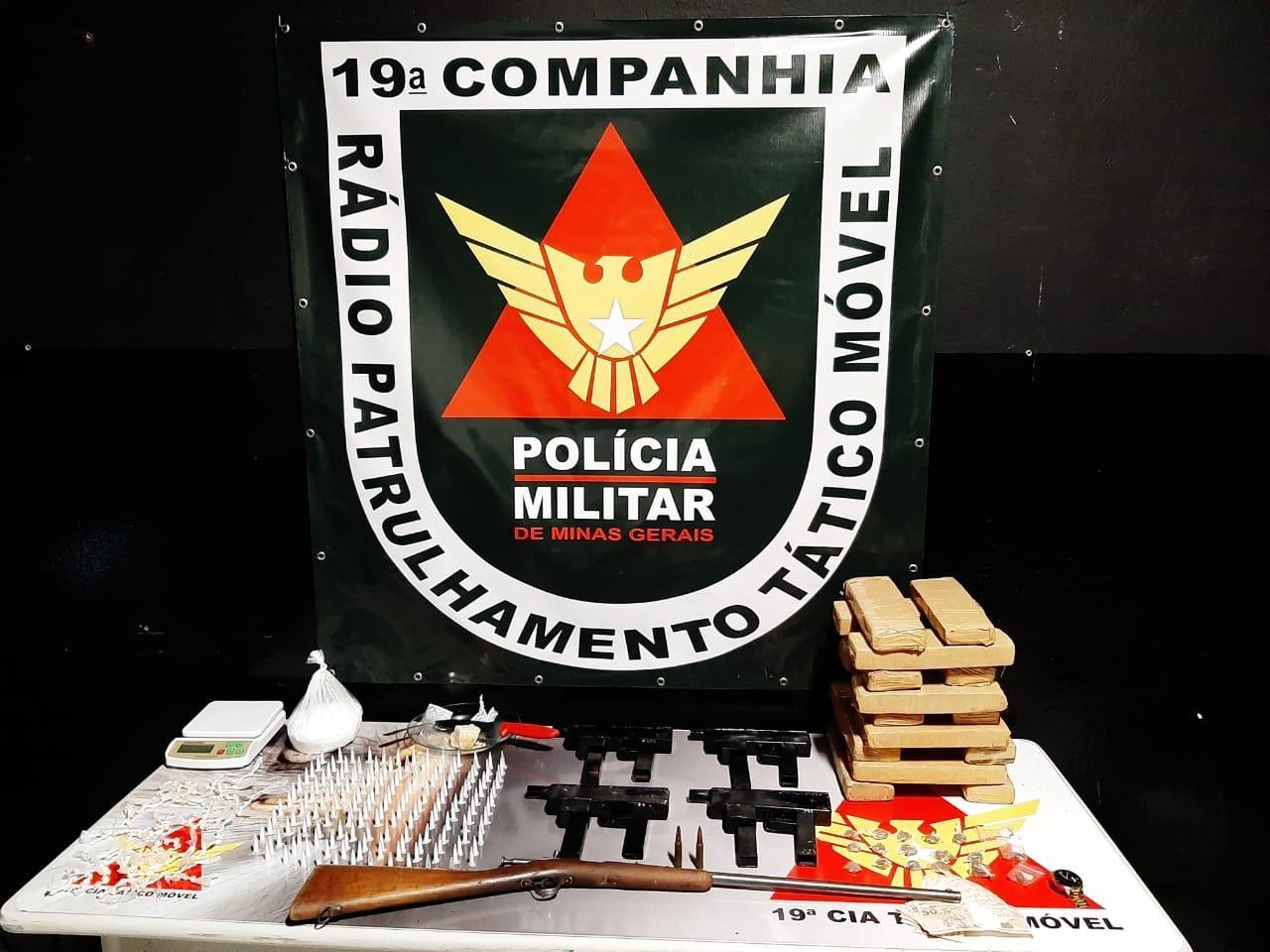 Traficante é preso com armas e drogas no bairro Novo Aarão Reis, na região Norte de BH